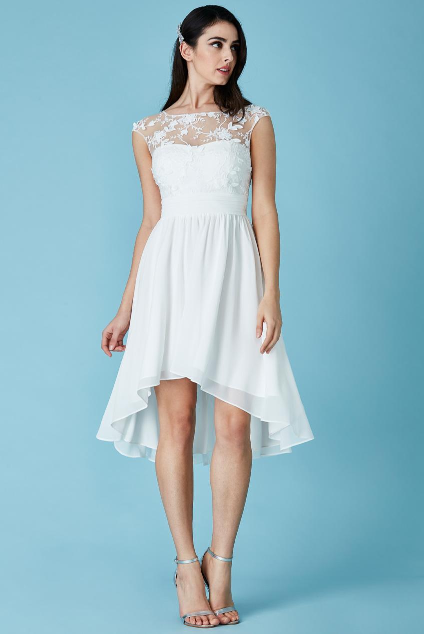 0044b536a713 Svatební asymetrické šaty s výšivkou